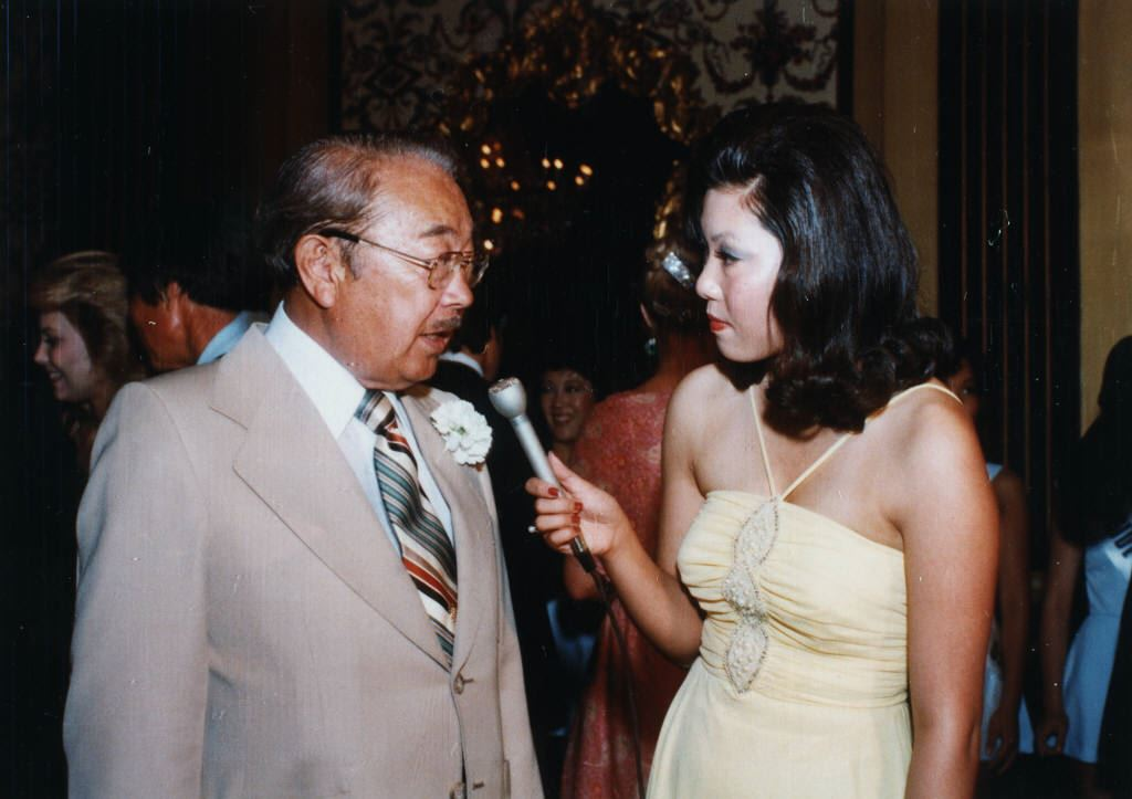Patti Hirahara interviewing U.S. Senator Samuel I. Hayakawa for UTB News in 1980.